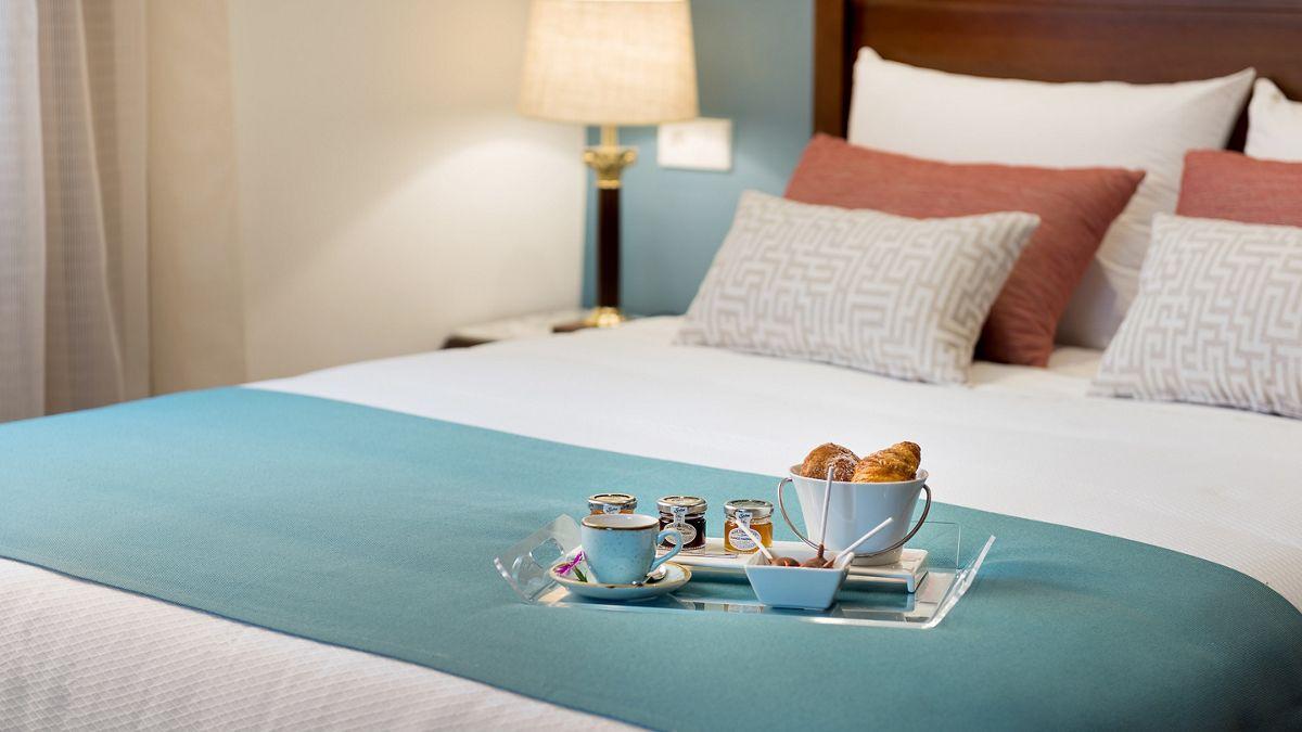 Superior-Bett mit Imbiss-Schale